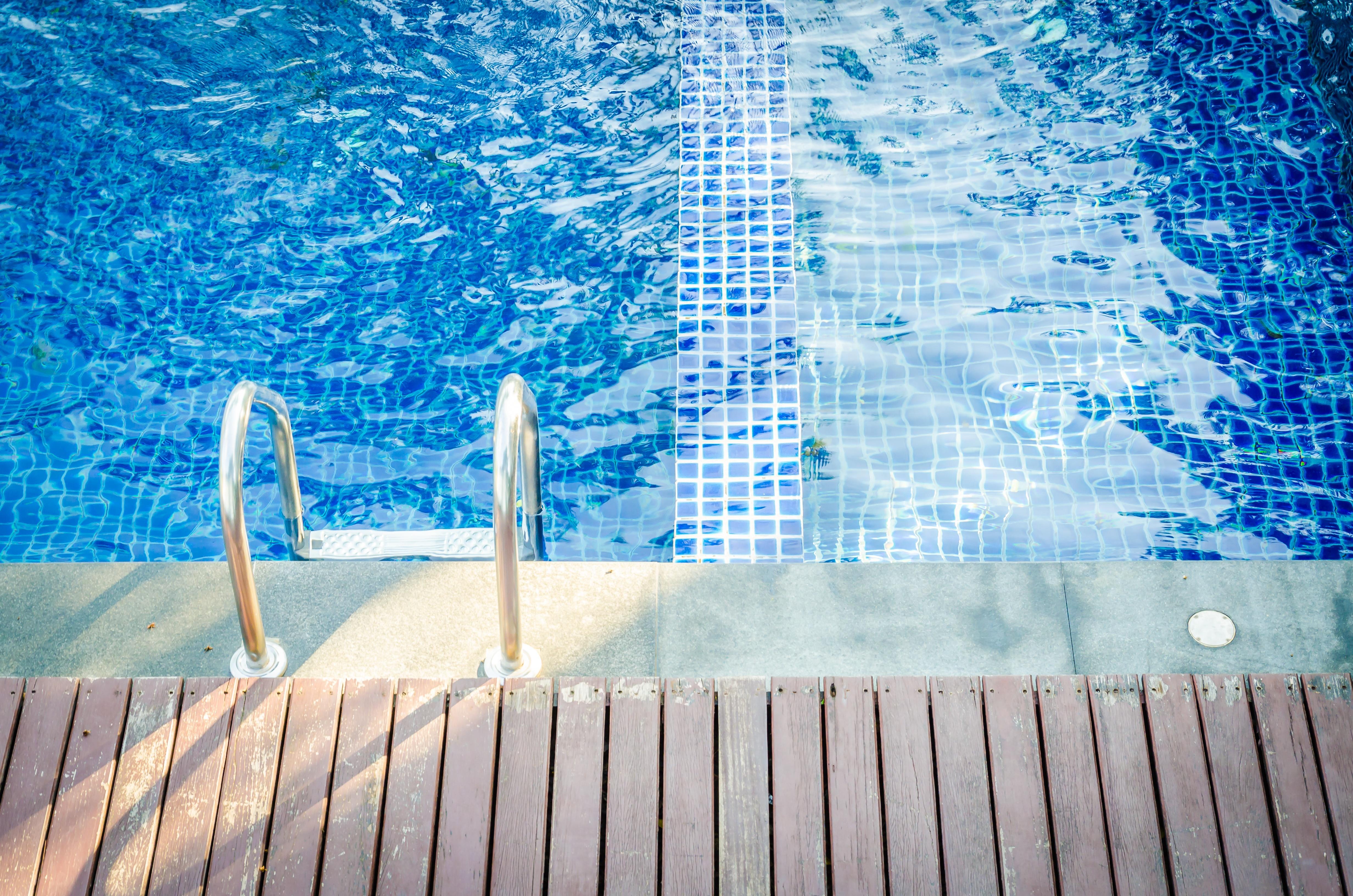 swimming-pool-contractors-insurance.jpeg